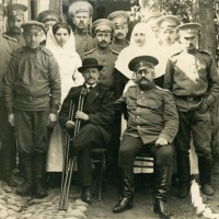 Russian colonel and amputee with hospital staff (WWI)