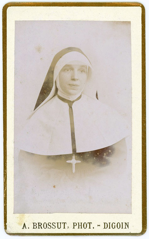 Nun by A. Brossut, Digoin, Bourgogne 2