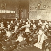 Fifth-grade class in Bellefontaine, Ohio (1906)