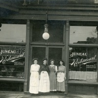 Millie at the Juneau Restaurant in Milwaukee (1911)