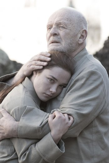 Anthony Hopkins and Florence Pugh 1