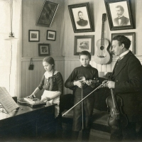 Musical family in Finland (1915)