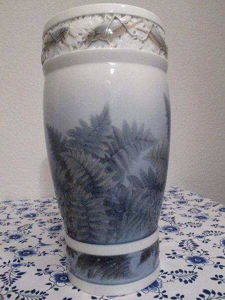 Fern and Grashopper Vase (1906) 1