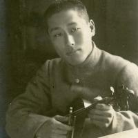 Violinist in Hiroshima by Hachimarukan