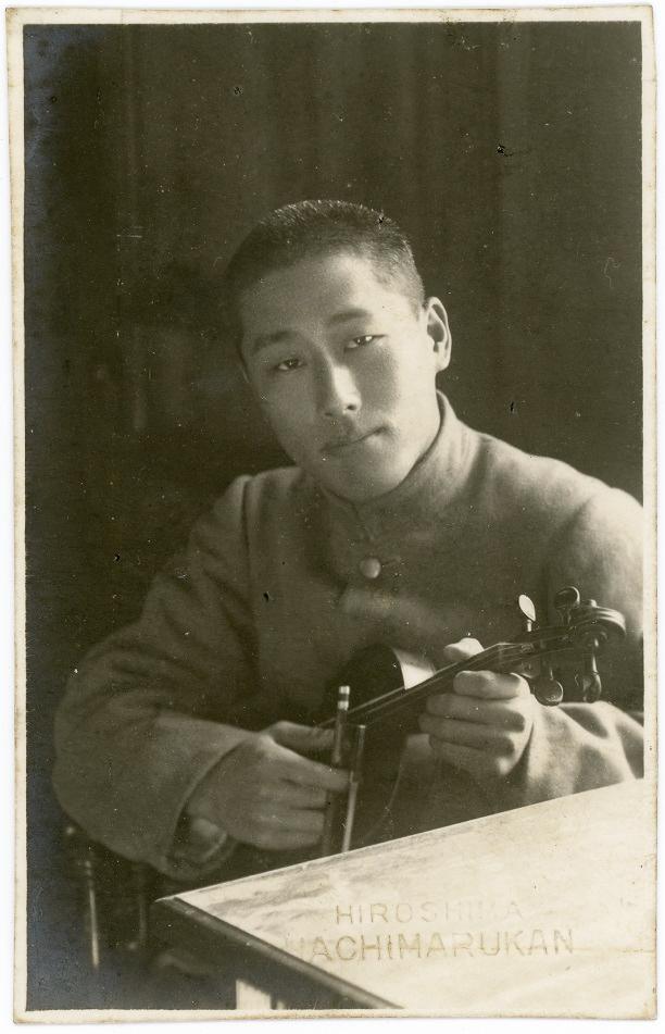 Musician in Hiroshima by Hachimarukan 2