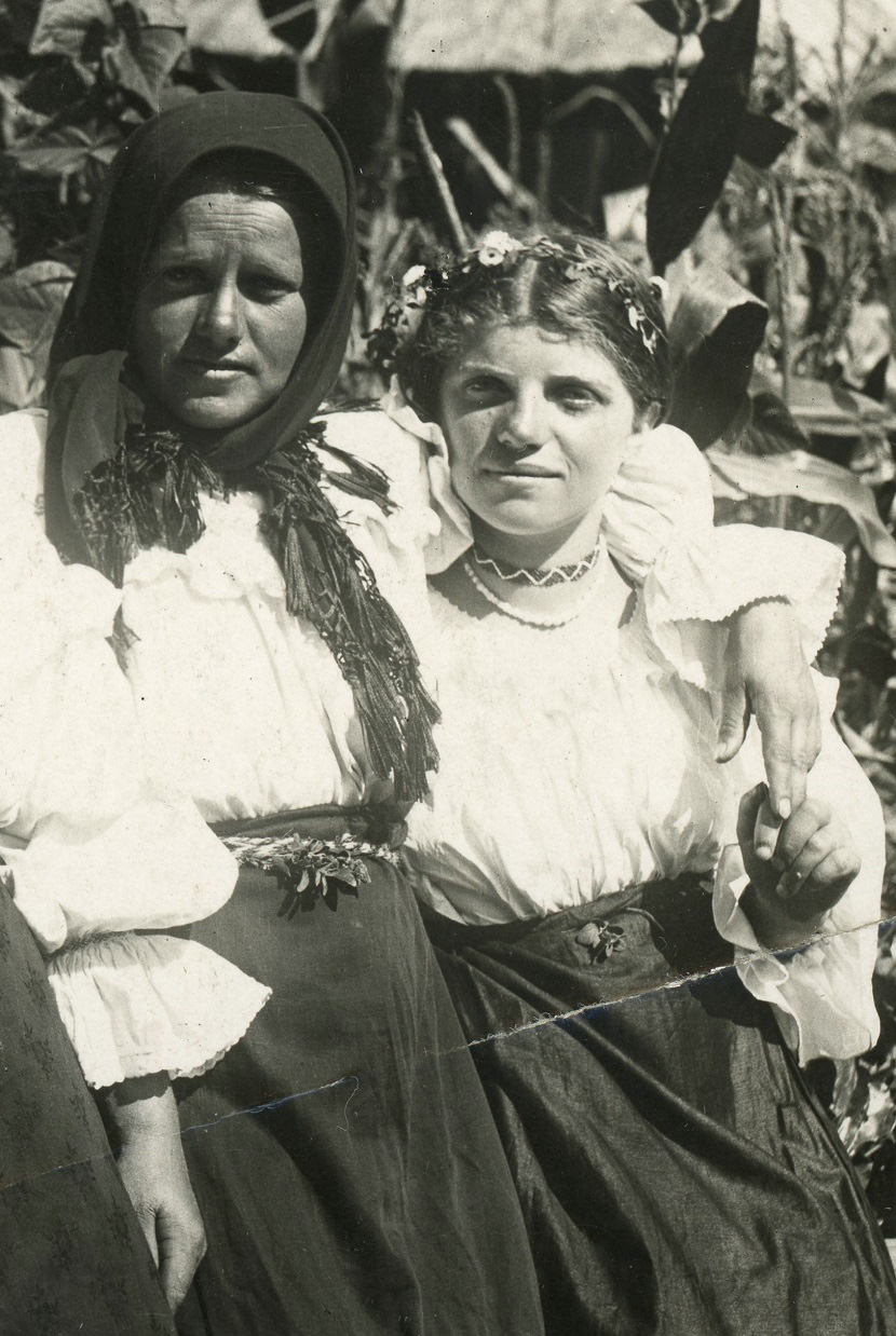 Romanian women in Sunday dress 4