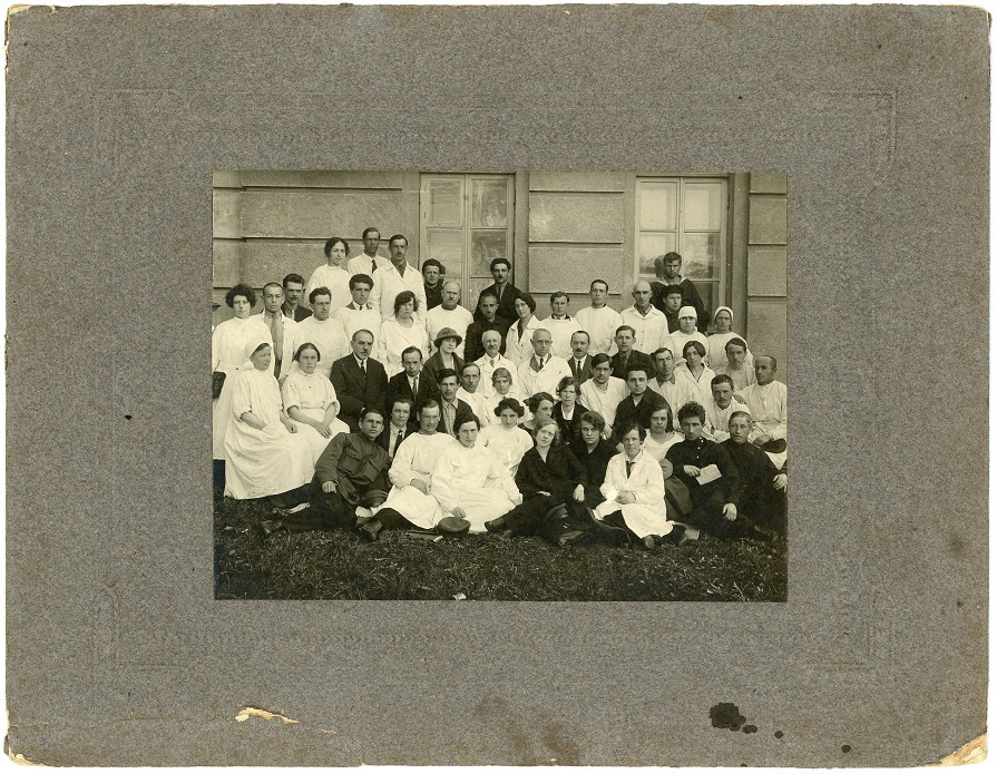 Hospital staff in Moscow (1925) 8b